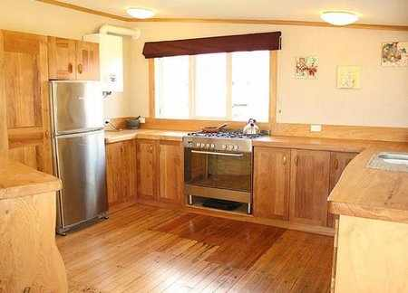 cocina integral en madera reciclada